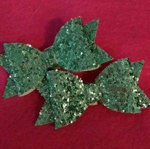 Green pigtail hair bows